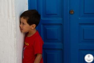 Este niño por mas que le pedia que volteara, no quería.
